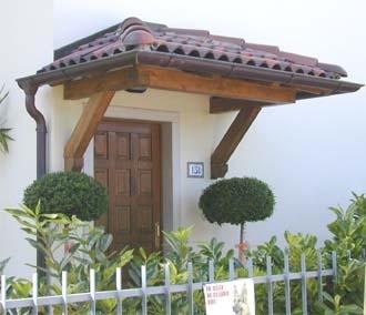 Tettoie in legno 8 tettoie da giardino tettoie in legno 8 - Pensiline ingresso casa ...