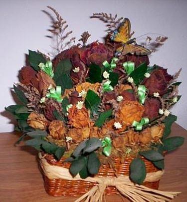 Cosa fare con i fiori secchi: composizioni e cornici
