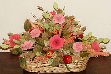 Creazione di un centrotavola con fiori secchi di lavanda ed eucalipto