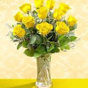 un mazzo di rose gialle