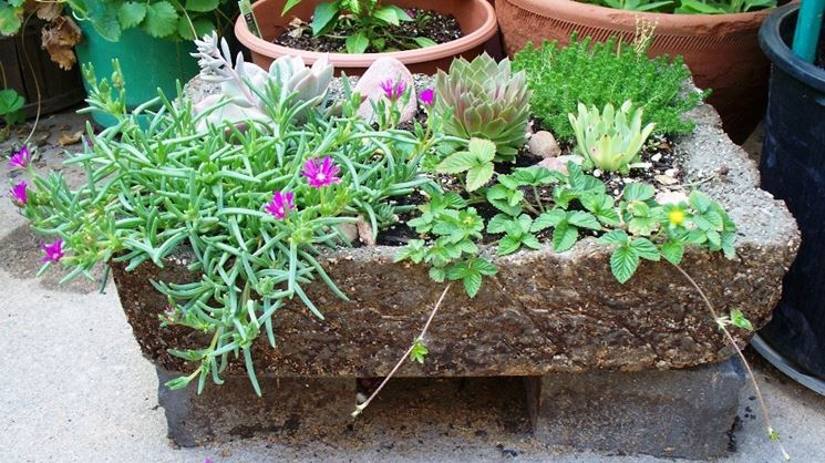 vasi e fioriere : Fioriere in pietra