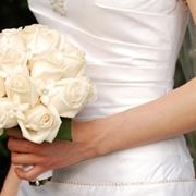bouquet di rose bianche a gamdo medio