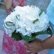 bouquet di rose e ortensie