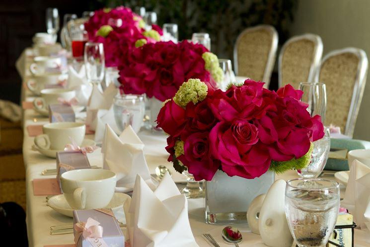 centrotavola di rose rosa