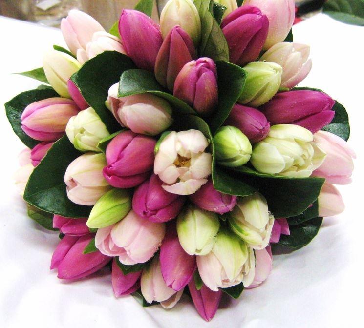Comporre un mazzo di fiori primaverile