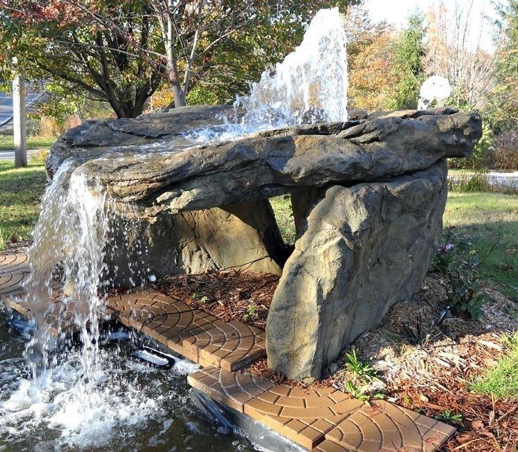 Cascate da esterno giardino d acqua cascate 7 for Cascate per laghetti da giardino