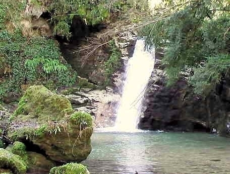 Cascate da giardino fai da te giardino d acqua cascate 8 for Cascate per laghetti da giardino