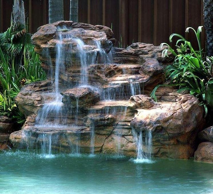 Cascate di pietra in giardino giardino d acqua cascate for Cascate in giardino
